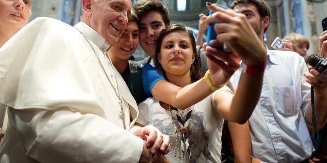 البابا يجيب عن أسئلة الشبيبة في لقائه مع شبيبة مركز يوحنا بولس الثاني