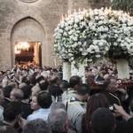 آلاف القبارصة اليونانيين في مدينة فماغوستا في القسم القبرصي التركي من الجزيرة