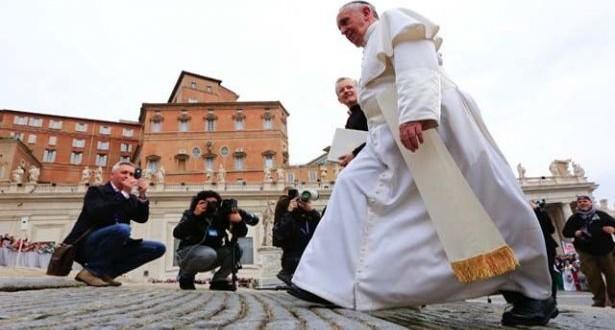 البابا فرنسيس يستقبل المشاركين في المؤتمر العالمي الرابع لرعوية الطلاب الدوليين
