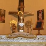 الصليب على المذبح