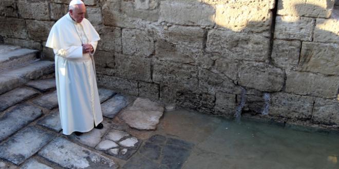 البابا فرنسيس زار موقع المغطس على ضفاف نهر الأردن