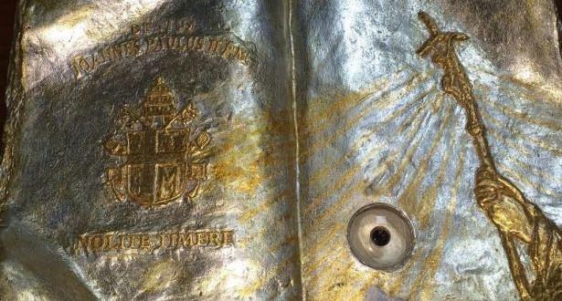 """ذخائر القديس يوحنا بولس 2 في رحاب مدرسة """"نورث ليبانون كولدج"""" في زغرتا"""