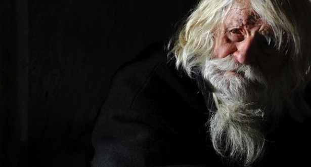 """متسوّل كهل أكبر متبرّع للكنيسة البلغارية: الجدّ دوبري """"قديس""""!"""