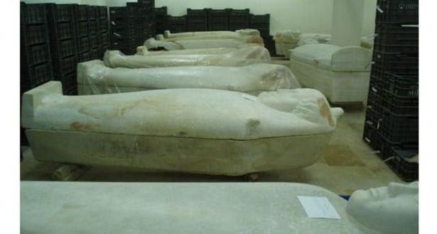 تأهيل الطبقة السفلية من المتحف لعرض القطع المدفنية نواويس مجسمة ومومياءات ولقى أثرية تشرح العادات الجنائزية