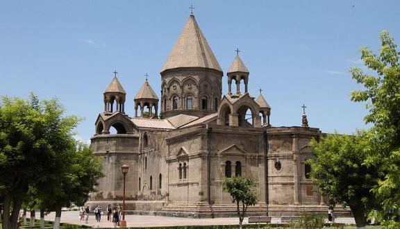 """""""بعثة تيلي لوميار ونورسات تترجم وتسطر تاريخ أقدم كنيسة ارمنية ارثوذكسية مشرقية في ارمينيا  تعرف بكاتدرائية أم اتشميادزين  تعود الى عام 301"""" وتزور النصب التذكاري لشهداء الابادة الارمنية في منطقة هامالير في ارمينيا """""""