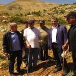 البطريرك الراعي وصحبه في جولة في أراضي البطريركية في الديمان.