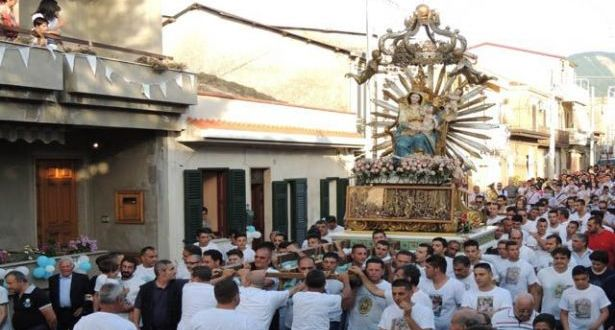 """المافيا في لبنان محرومة أيضاً كنسياً: إنها الحرب مع البابا! """"المافيوزيون"""" غاضبون وفي التحدي """"أحنوا العذراء أمام زعيمهم"""""""