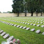 البابا فرنسيس يزور المقبرة المخصصة للأجنة المجهضة خلال جولته في كوريا الجنوبية في وقت سابق من هذا العام