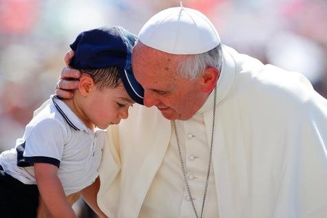 الأب لومباردي: البابا فرنسيس قائد ومعلّم صادق