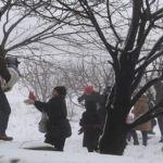 عائلات يلهو افرادها بالثلج في ترشيش أمس. (دانييل خياط)