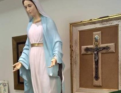 بالصور: الأب خوري: تحطيم التماثيل الدينية التي تأتي عبر اسطنبول إلى لبنان