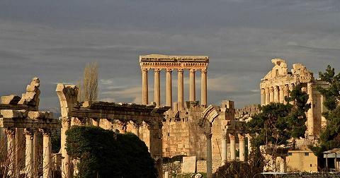 حملة نظافة وزرع زهور على مدخل قلعة بعلبك ومعبد فينوس