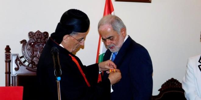 الراعي قلد أمل أبو زيد الوسام البابوي: نقدر انجازاته في حقول الثقافة والصحة والبيئة والتنمية