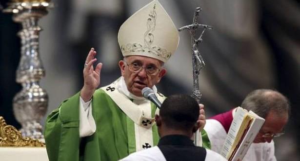 البابا فرنسيس: الخبز الأوّل الذي يقدّمه المسيح للجمع الجائع والضائع هو خبز الكلمة