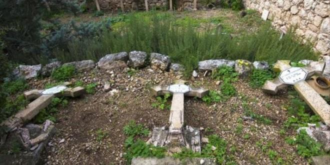 تدمير عشرات الصلبان غرب القدس
