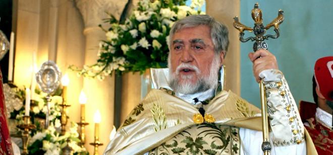 آرام الأول في قداس الميلاد: لإبعاد لبنان عن صراعات المنطقة ونرفض استغلال الدين من أي كان