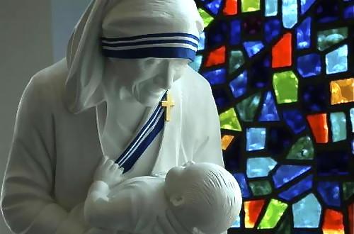 ماذا تعني قداسة الأم تريزا في حبرية البابا فرنسيس؟