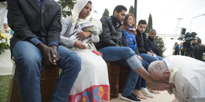 الشاب المسلم الذي غسل البابا قدميه يخبر عما شعر به