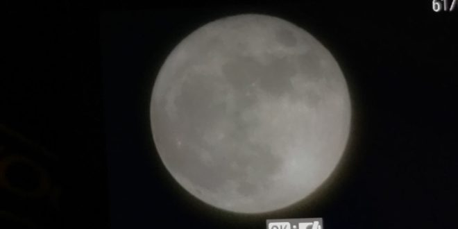 سماء لبنان استضافت القمر العملاق فبدا اكثر اشعاعا وأكبر حجما