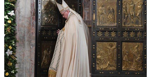 البابا فرنسيس يحتفل بالذبيحة الإلهية عن راحة نفس الكرادلة والأساقفة المتوفين خلال هذه السنة