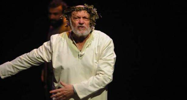 """""""الملك لير"""" مسرحية شكسبير في """"مسرح المدينة"""": الانحدار التدريجي إلى الجنون"""
