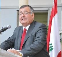 رئيس مركز الصحافة الدولي تفقد أرزة غرسها في حديقة قصر فرساي