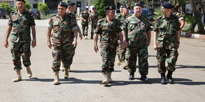 رئيس الأركان تفقد قيادة فوج المدفعية الأول وموسيقى الجيش والدراسات