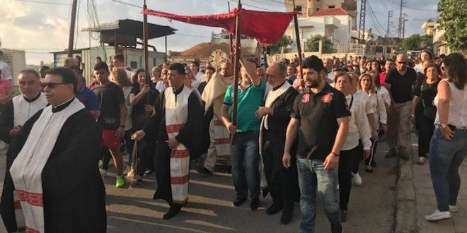 مسيرة زياح القربان في أبرشية طرابلس بو جودة: مريم حاضرة في كل احتفالاتنا الافخارستيا مع الكنيسة وكأم للكنيسة