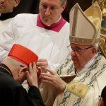 البابا فرنسيس يترأس كونسيستوارا يمنح خلاله القبعة الكاردينالية أربعة عشرة كاردينالاً جديدًا - AP
