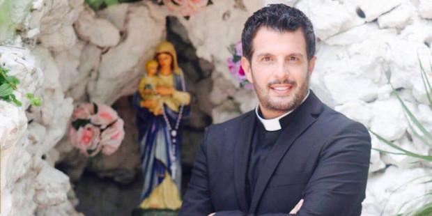 الأب فادي روحانا: شو في ناس بالمقابر فكرت الدني ما بتكمل بدونها