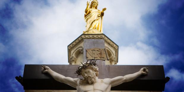 ارتَفِعْنَ أيتها المداخل الأبديّة فيدخل ملك المجد (المزمور 24: 9)