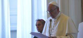 البابا فرنسيس: إنَّ الكنيسة تحتاج لكهنة يتكلّمون بحنان ويصغون بدون إدانة ويقبلون برحمة