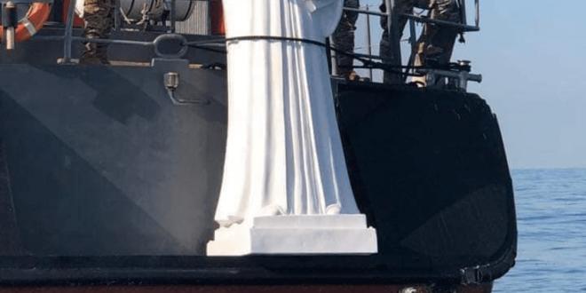 تمثال لمار شربل في قعر البحر