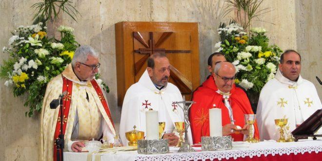 سيامة روجيه بعقليني وجوزف توما كاهنين في الأبرشية المارونية في فرنسا