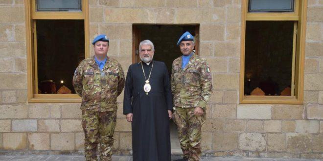 قائد الكتيبة الإيطالية زار مطرانية صور للكاثوليك في إطار جسر التضامن الإيطالي