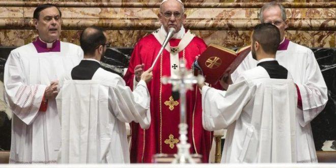 البابا يحتفل بالقداس على نية الكرادلة والأساقفة الذين رحلوا خلال هذا العام