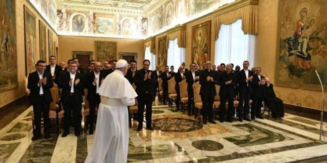 البابا فرنسيس يستقبل الطلاب الإكليريكيين في أبرشية أغريجنتو