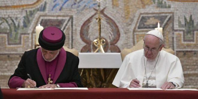البابا فرنسيس والبطريرك مار كيوركيس الثالث يوقعان إعلانا مشتركا