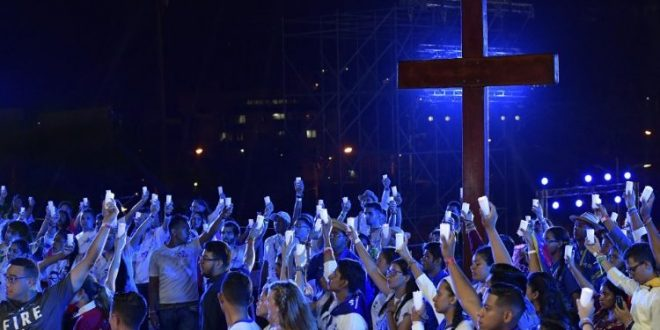 البابا يترأس رتبة درب الصليب مع الشباب