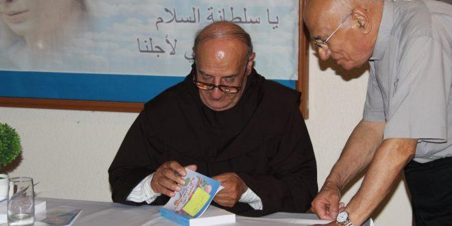 الأب ميشال حداد الكرملي يوقع كتابه السابع عشر