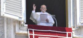 البابا فرنسيس في كلمته قبل صلاة التبشير الملائكي: يطلب منا يسوع السير على درب المحبة