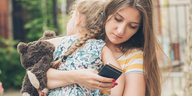 ٤ نصائح لضمان عدم تأثير الهواتف على علاقتكم بأولادكم