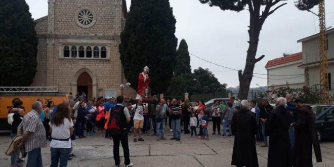 القبيات احتفلت بعيد الصليب بمسيرة صلاة وذبيحة إلهية