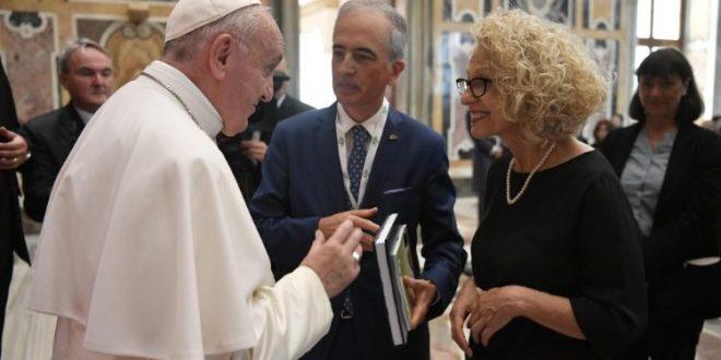 البابا فرنسيس يستقبل وفد الرابطة الإيطالية لطب الأورام