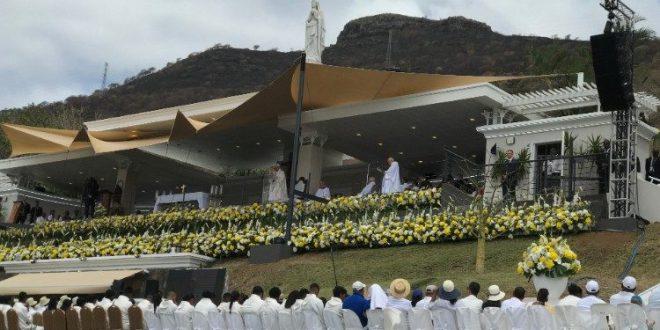 الزيارة الرسولية إلى موريشيوس. البابا فرنسيس يترأس القداس الإلهي ويذكّر بأن التطويبات هي كبطاقة هوية المسيحي