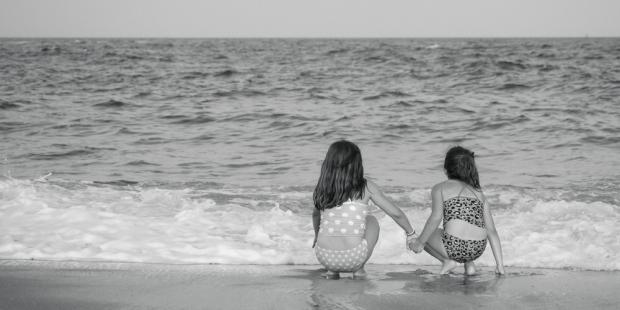 لأخت أكثر من صديقة، هي نصف القلب