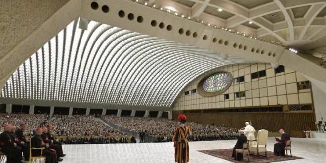 """البابا فرنسيس يستقبل أساتذة وطلاب جامعة """"لومسا"""" الإيطالية في الذكرى الثمانين لتأسيسها"""