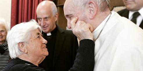 البابا فرنسيس: عندما تكبر لا تنسى أمك وجدّتك