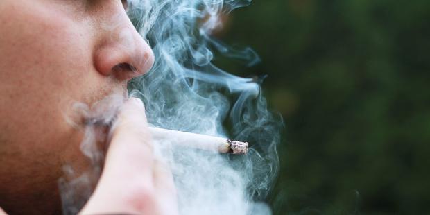 هل من علاقة تربط بين التدخين والجنون؟