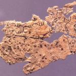 أقدم قطعة ورق عثرعليها حتى الآن، هي جزء من خريطة جغرافية تم اكتشافها عام 1986 في فانغماتان (شمال شرق الصين)